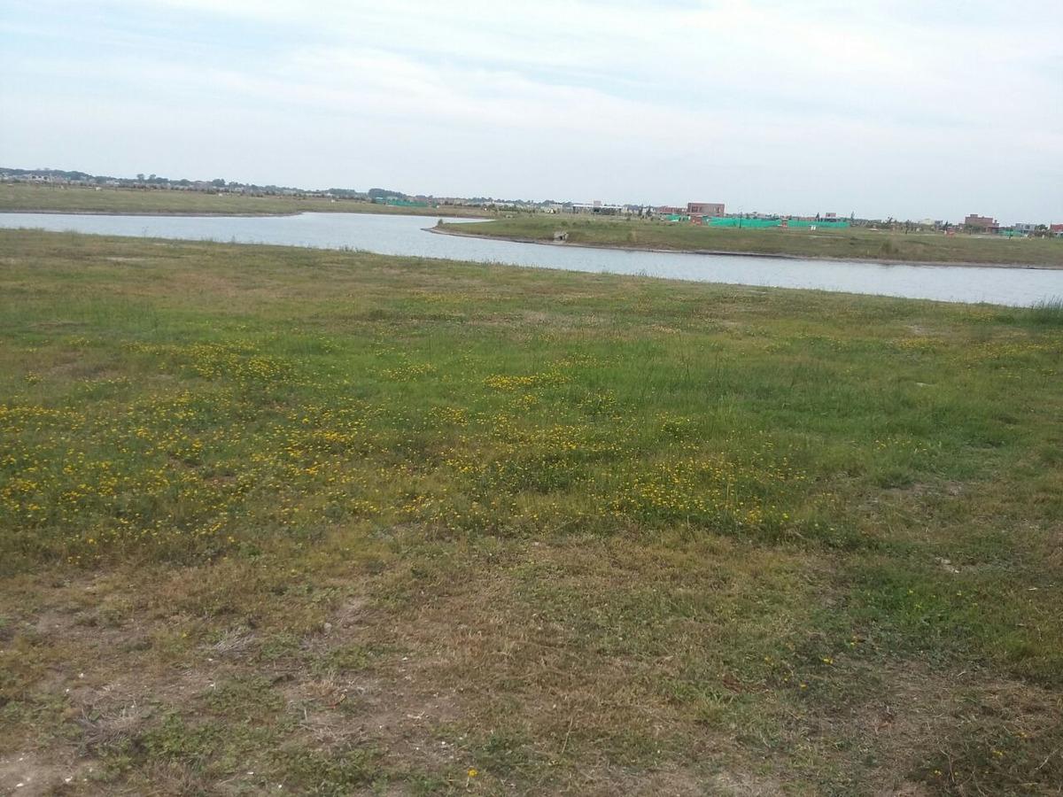 excelente lote vista a laguna area 8