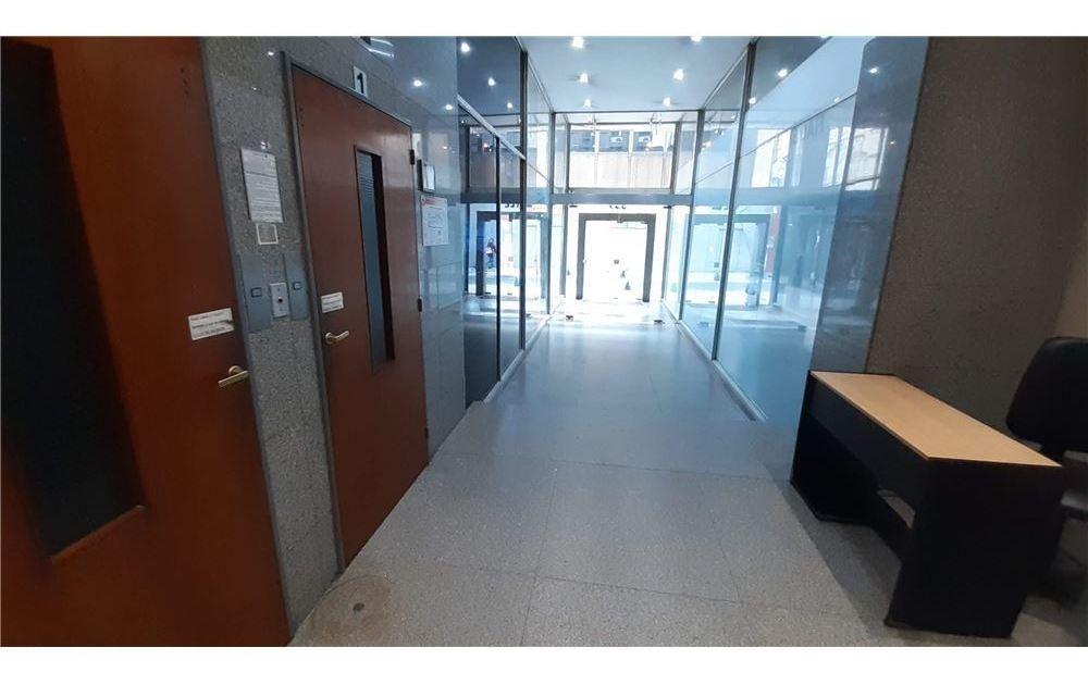 excelente oficina 117 m2 con parilla