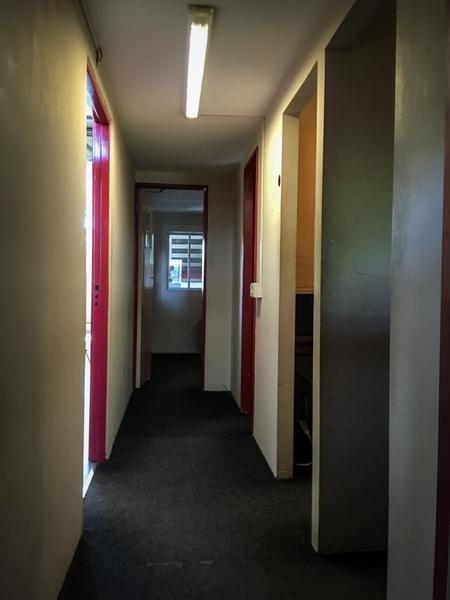 excelente oficina con renta en km 40 - pilar