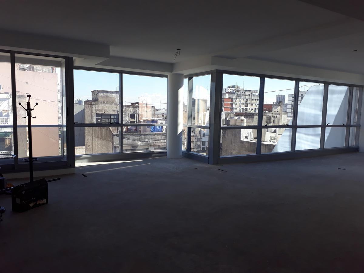 excelente oficina de 125 m2 con dos entradas. - congreso
