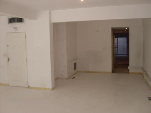 excelente oficina de 150m con pisos a estrenar recién colocados. ideal estudio jurídico.