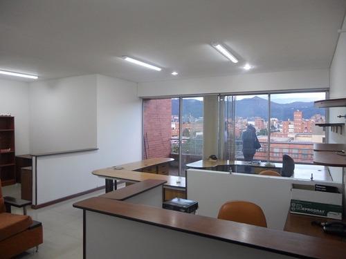 excelente oficina en cuarto piso exterior