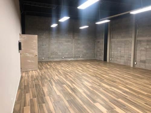 excelente oficina en renta de 90 m2 en plaza comercial arboledas.