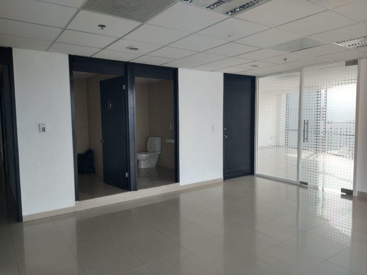 excelente oficina en renta en parque interlomas de 69 m2