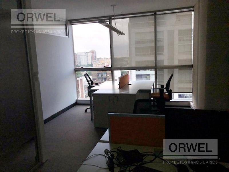 excelente oficina! super luminosa!