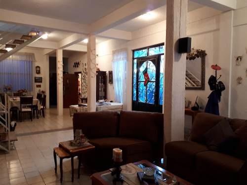 excelente oportunidad, casa con amplios espacios muy iluminada