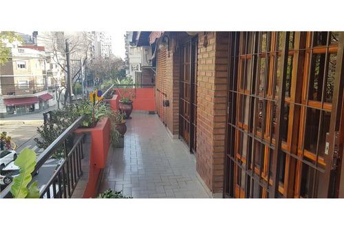 excelente ph con balcón terraza y cochera