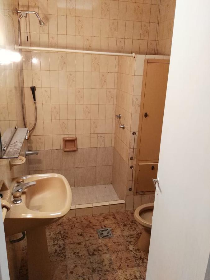excelente ph tipo casa al fte. 37 y 120. 2 dormitorios