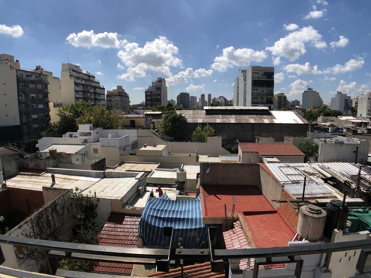 excelente piso de 4 ambientes con doble balcón