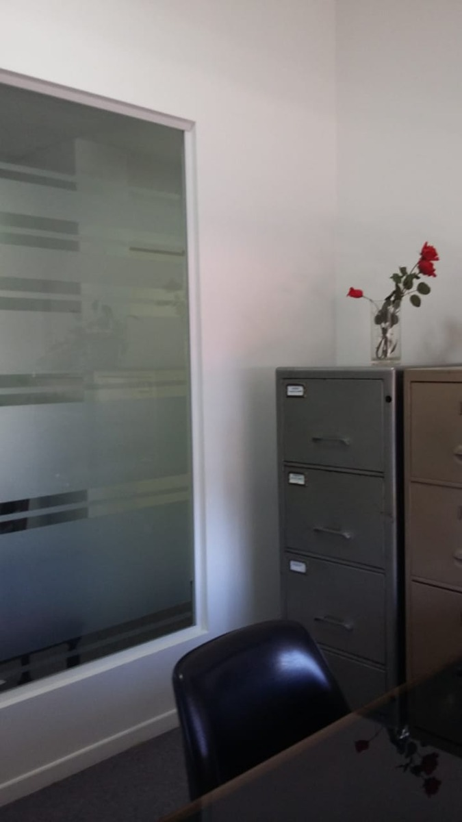 excelente piso de oficinas con 5 despachos