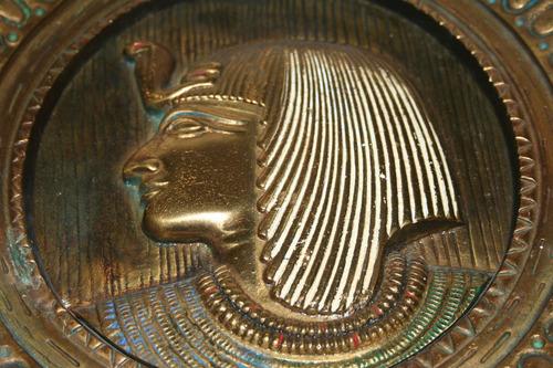 excelente plato camafeo egipcio bronce macizo egipto relieve