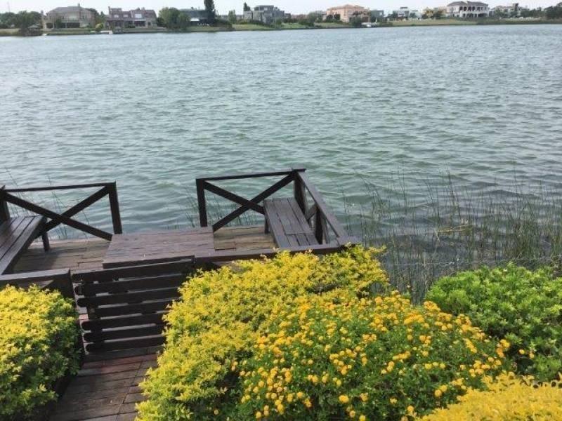 excelente propiedad al lago central en castores
