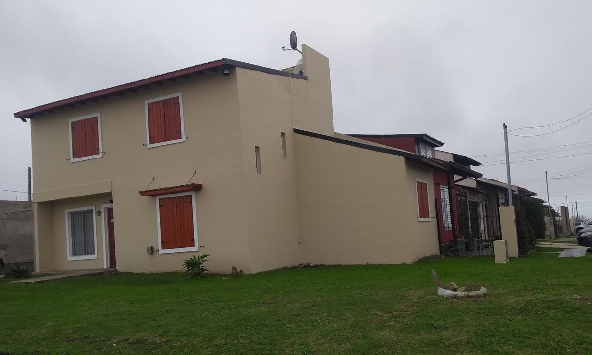 excelente propiedad ( construida hace 3 años )