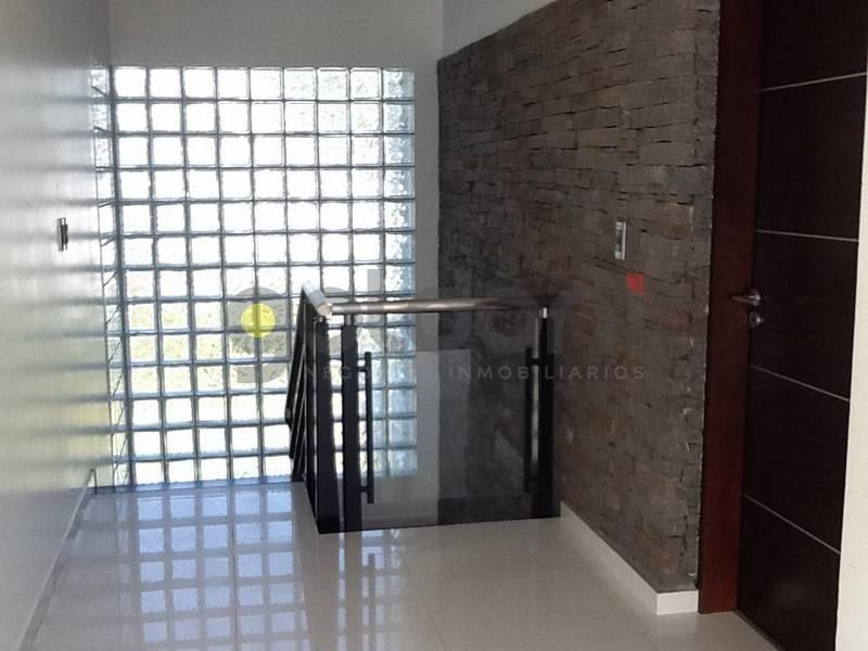 excelente propiedad en 2 plantas con piscina a la venta en el carmencito!