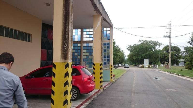 excelente propiedad en el parque  industrial plátanos en berazategui.