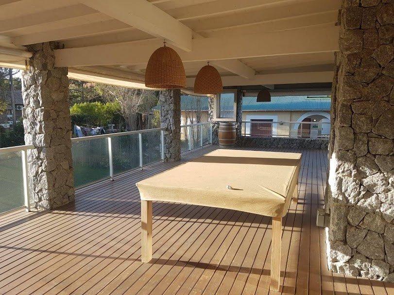 excelente propiedad ubicada a una cuadra del mar en pinamar!!!