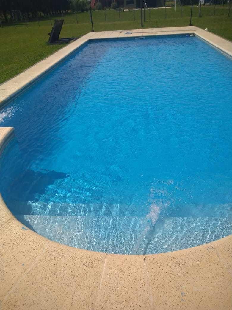 excelente quinta en acceso sur 5amb 2baños 2500mts piscina