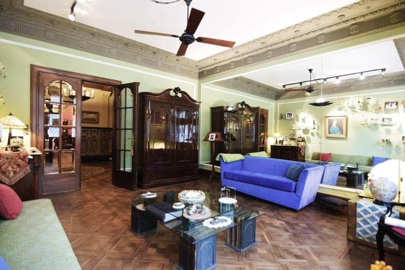 excelente residencia de estilo tudor - 7 ambientes - jardín - piscina - 3 cocheras