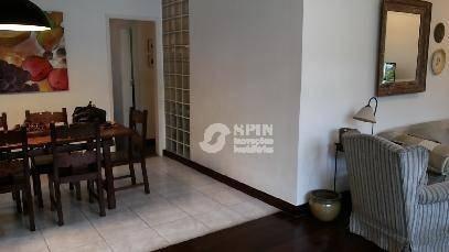 excelente residência, ampla, clara e arejada, em centro de terreno, de 520m², com jardins, ideal para residência ou comércio. - ca0169