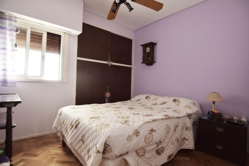 excelente semipiso - cochera - 3 dormitorios - dependencia