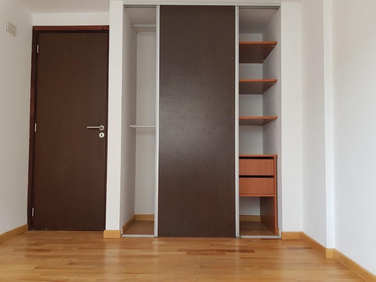 excelente semipiso de dos dormitorios. 1 56 y 57