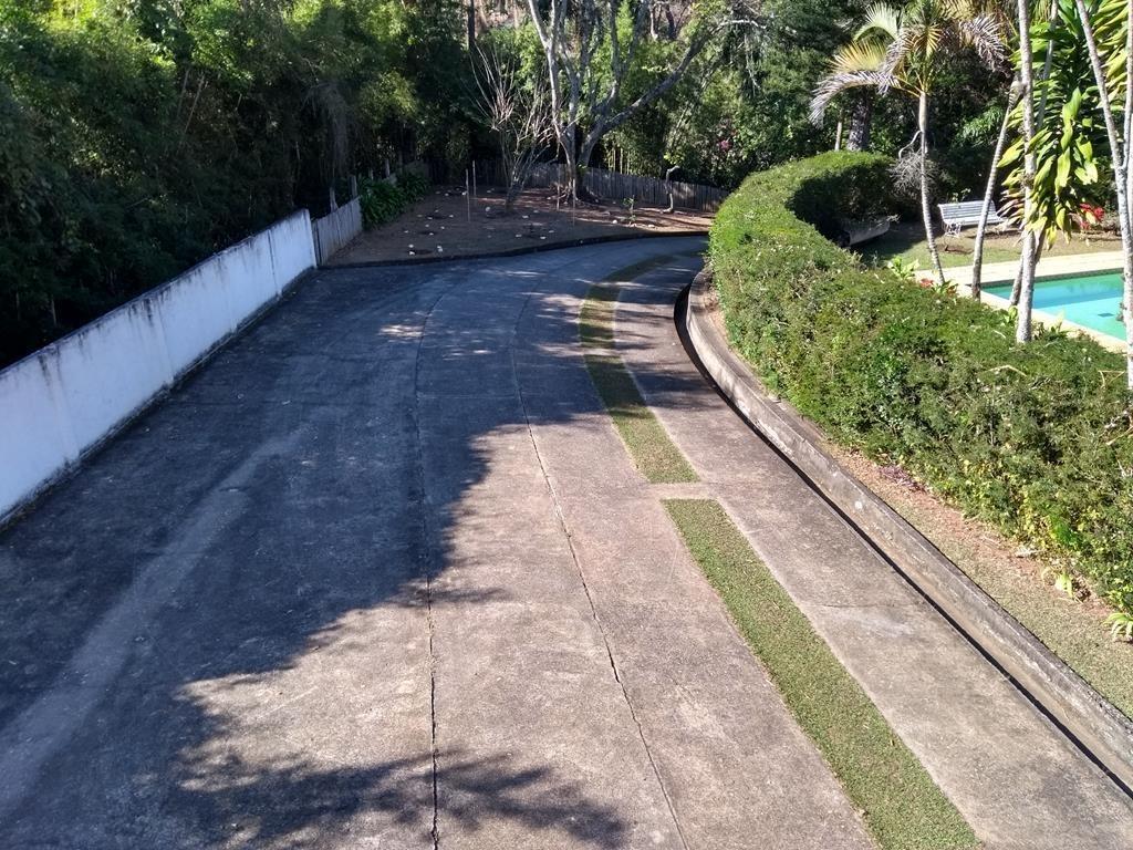 excelente sítio de lazer, com asfalto na porta