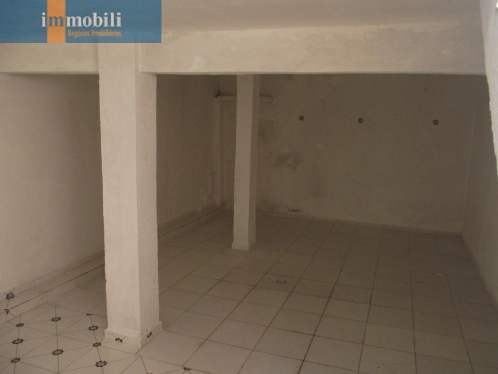 excelente sobrado pronto para morar em condom.seguro,3 dorm,sendo 2 suites e quintal. - gv15713