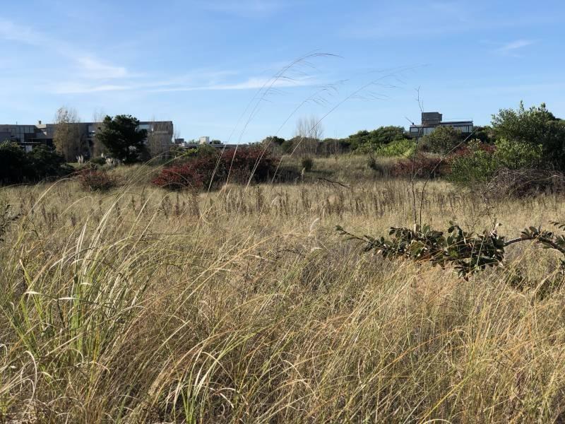 excelente terreno al golf en venta. barrio cerrado costa esmeralda! plena vista al golf