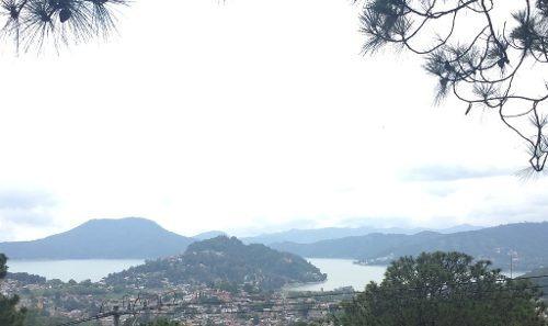excelente terreno con increible vista al lago y pueblo.