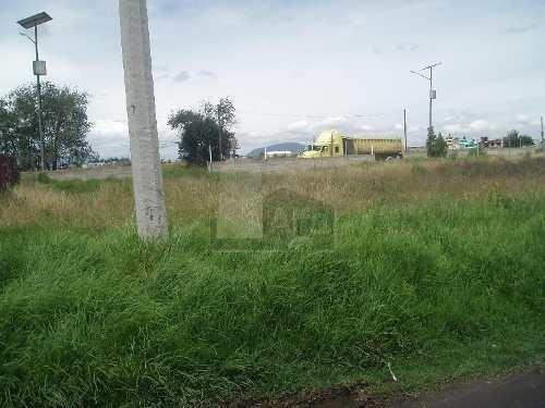 excelente terreno de 1,352 m2 en circuito metropolitano exterior, en metepec. uso de suelo h500a