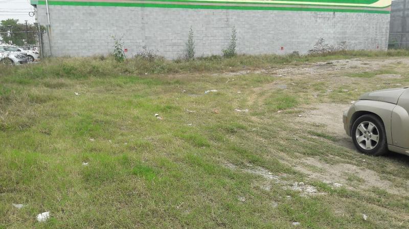 excelente terreno en renta con uso de suelo comercial. esquina. (vsc)