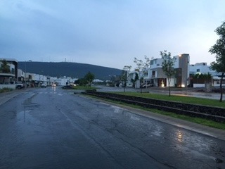 excelente terreno en venta en fracc residencial el refugio qro. mex.