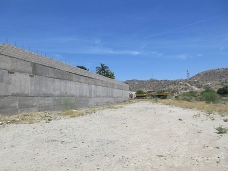 excelente terreno plano en zona con alta plusvalía, muros de contención, con vista y un frente de 21