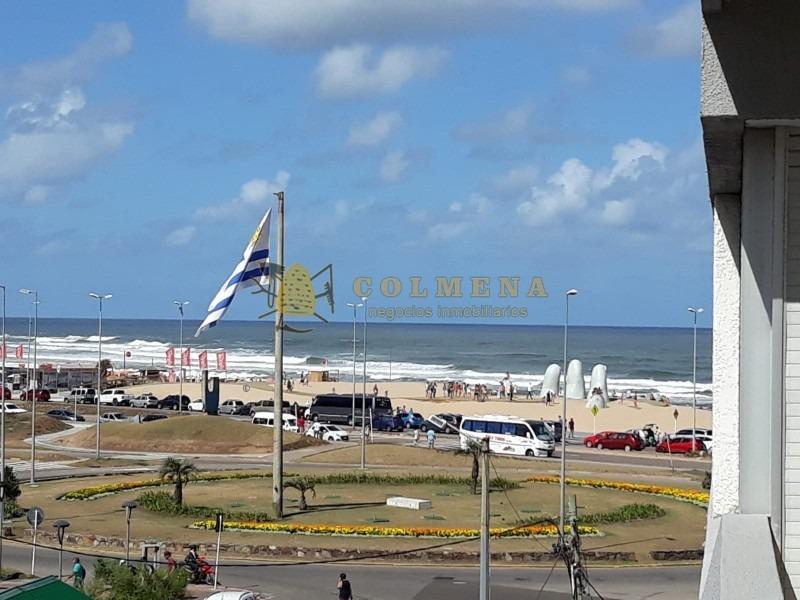 excelente ubicación a metros de la terminal y a pasos de la playa- ref: 1012