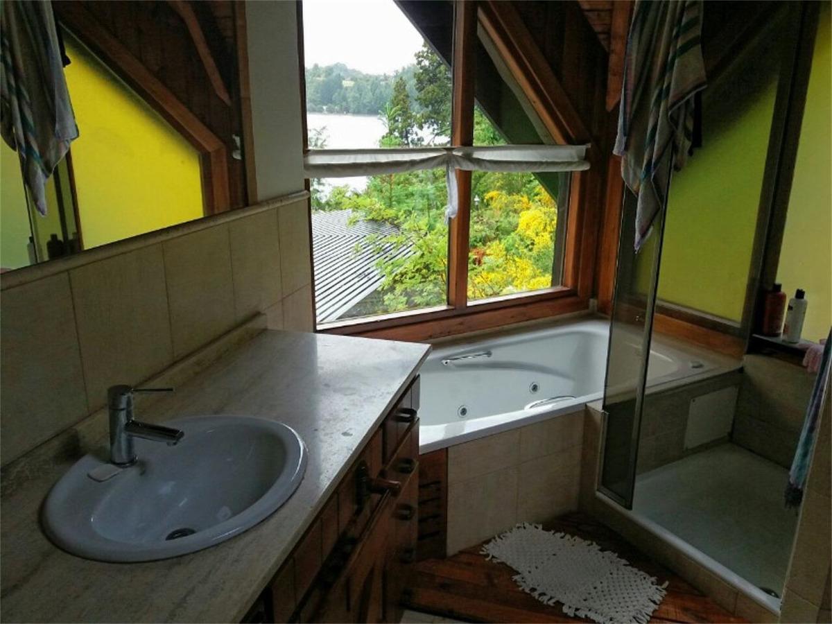 excelente y hermosa propiedad con costa de lago