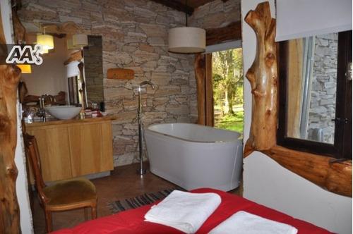 excelentes!! casas estilo cabañas. piscina climatizada los días frescos.