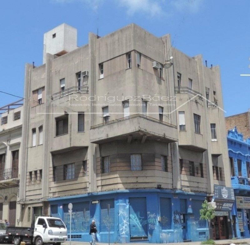 excepcional edificio esquina en yi y cerro largo