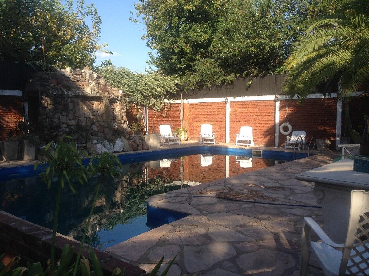 excepcional quinta 7 amb sobre dos terrenos. piscina cascada