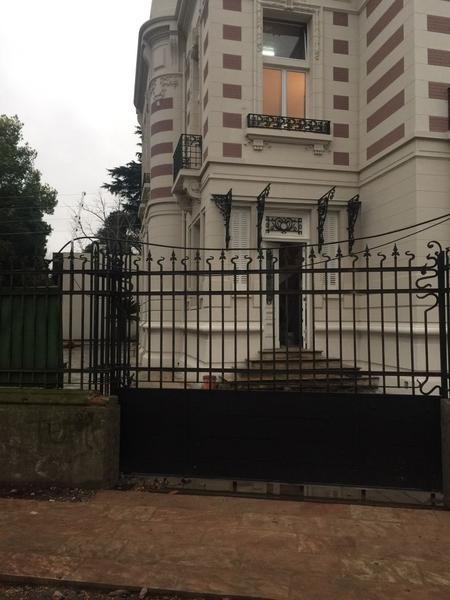 excepcional y único departamento 3 ambientes en venta en el palacio santa clara de adrogué