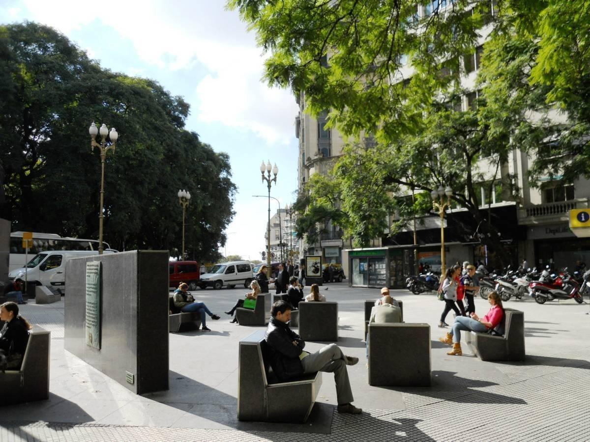 excepcional y único local, en av. santa fe y florida frente a plaza san martín