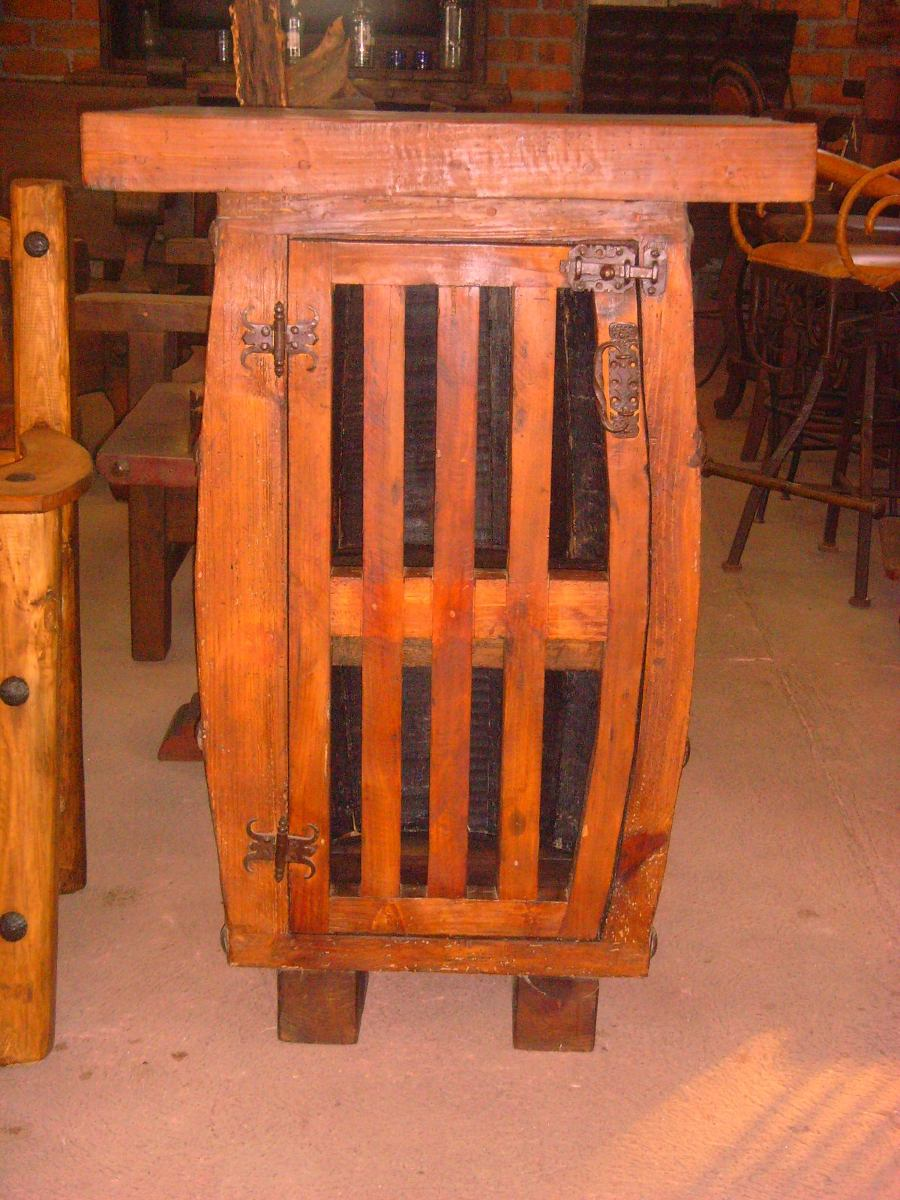 Exclusiva barra de barril estilo antiguo cubierta de for Puertas de madera estilo antiguo