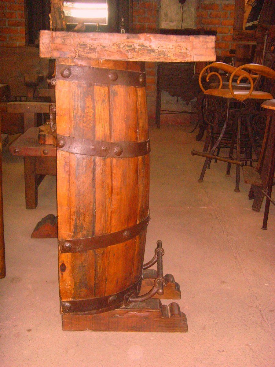 Exclusiva barra de barril estilo antiguo cubierta de for Bar barril de madera