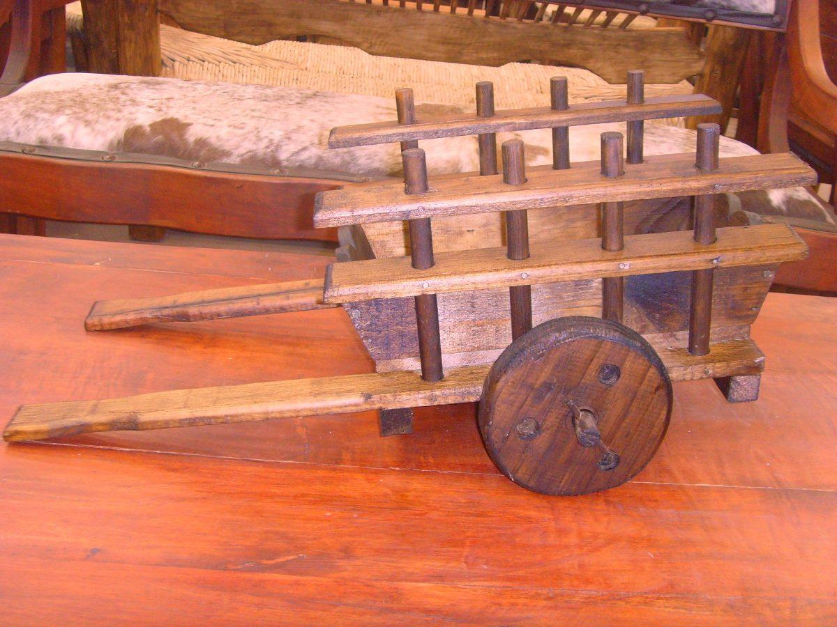 Exclusiva carreta decorativa de madera estilo antigua for Carreta de madera para jardin