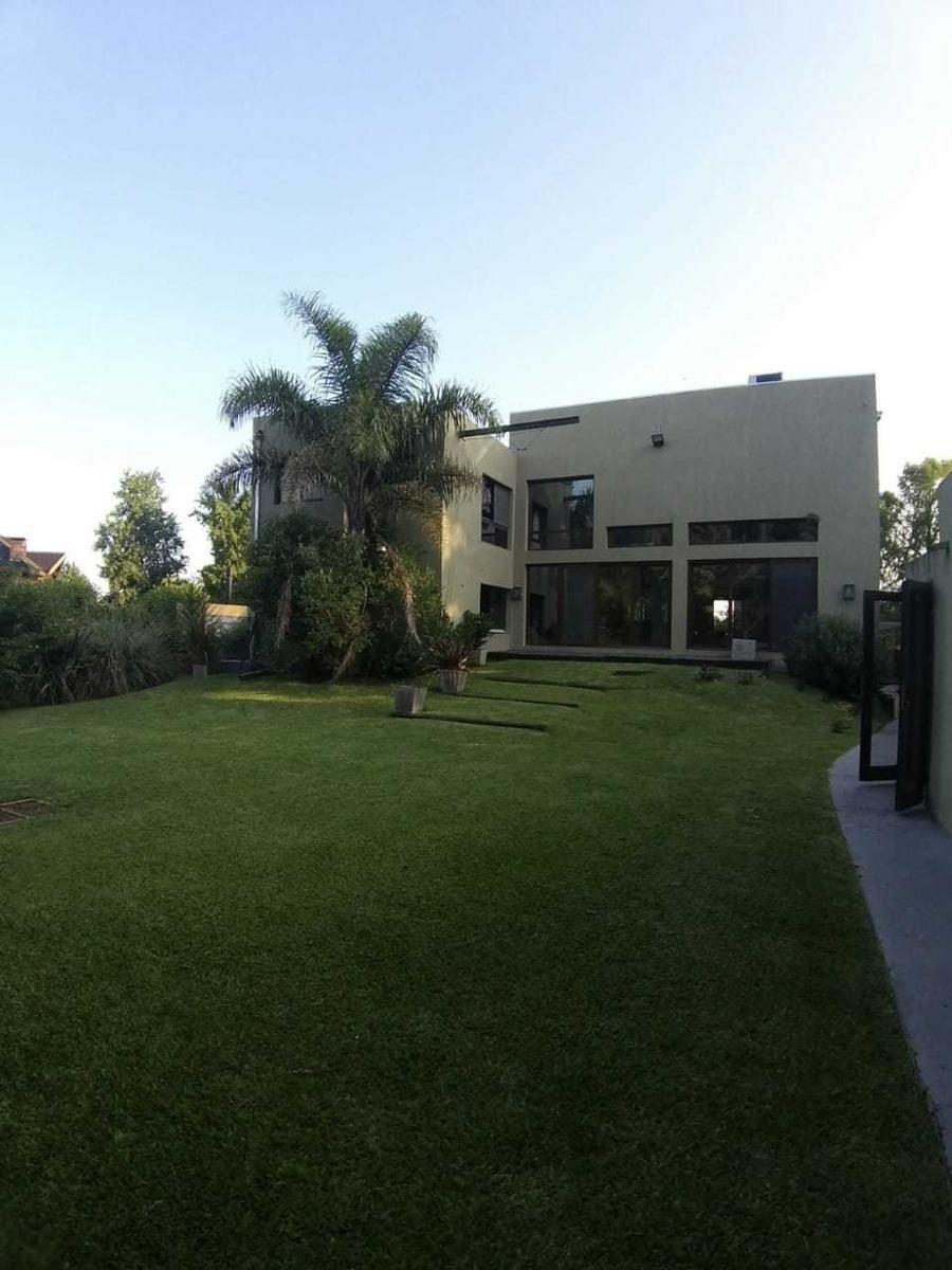 exclusiva casa en barrio cube, muelle privado, 6 ambientes.