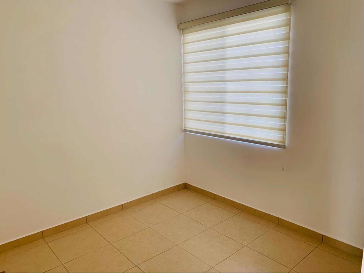 exclusiva casa renta en zakia esquina terreno extra