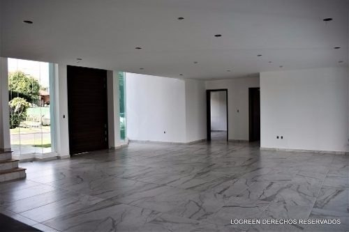 exclusiva residencia con funcional diseño, elegantes acabado
