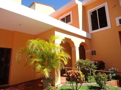 exclusiva residencia en venta cumbres de la esmeralda.