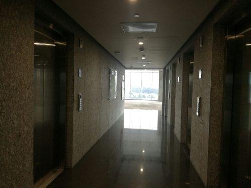 exclusiva torre de oficinas en country club