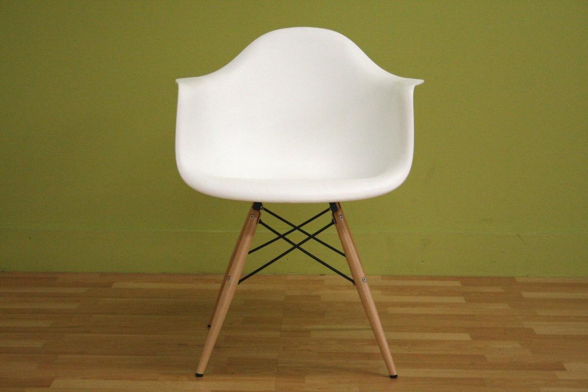 Exclusivo juego sillas minimalistas para exteriores baxton for Sillas de oficina minimalistas