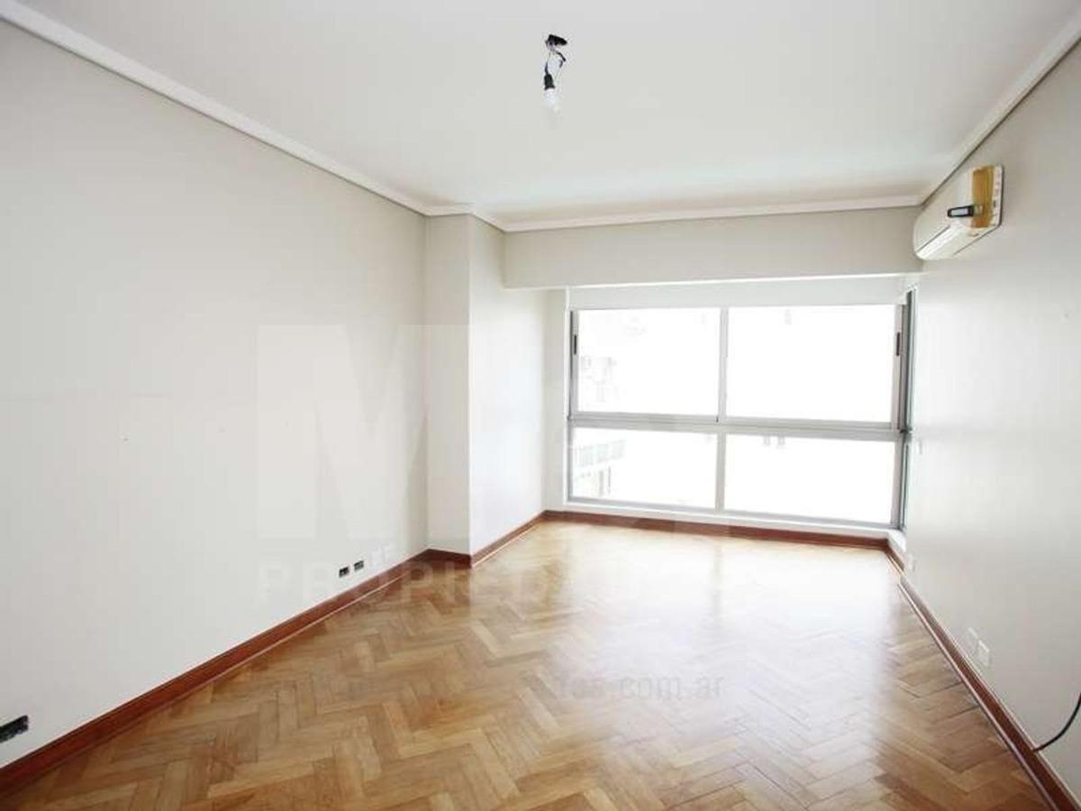 exclusivo piso de 5 amb con dependencia y dos cocheras